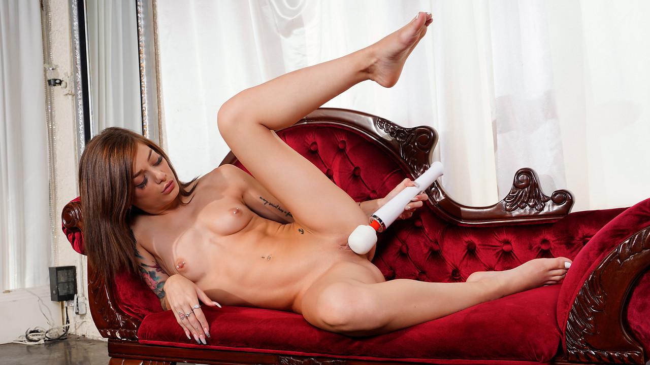 Nubiles - Roxy Ryder - Roxy Gets Her Rocks Off