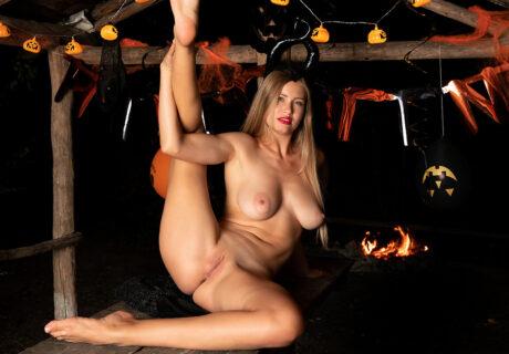 Nubile Stella Cardo - Halloween Hottie