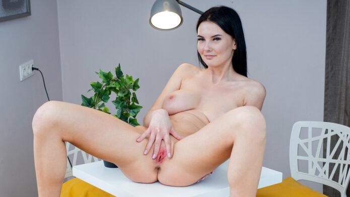Simonn - Hot For You