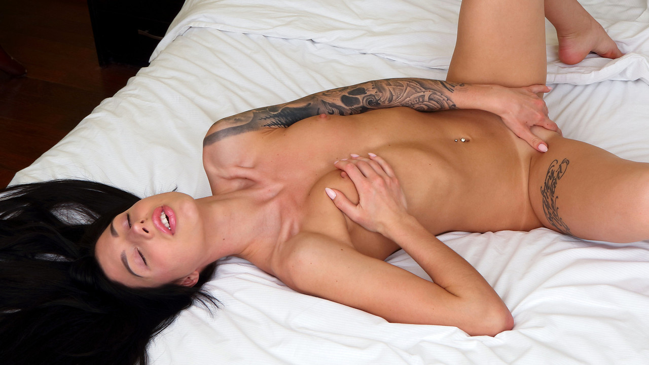 Eva Elle - Vibing Out